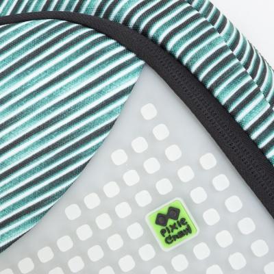 Kreativer Pixel Schulrucksack mit Federmappe in blau/grau, der im Dunkeln leuchtet PXB-16-02