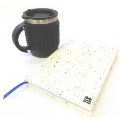Kreatives SET - Pixel Notizbuch mit Umschlag mit weißen Sternen + Pixel Thermotasse in schwarz